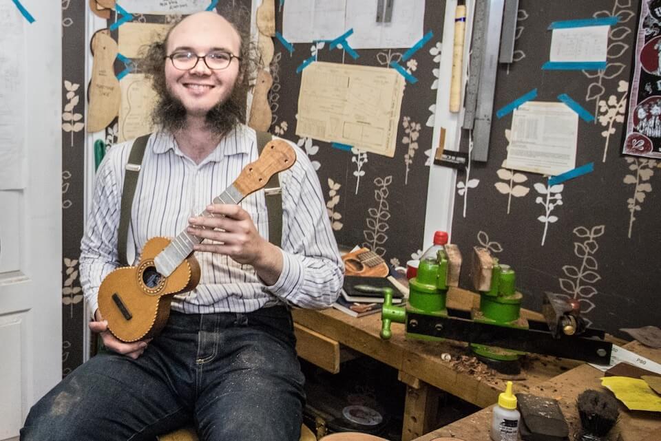 Liam Kirby baut kleine Wunderkammern in Brsitol, England