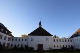 Das Kloster liegt mitten im Pfälzerwald
