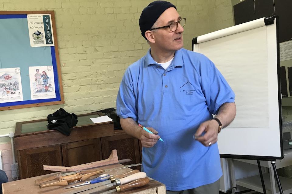 Der Ukulelenbauer Pete Howlett ist der Gastgeber des MUMF 2018