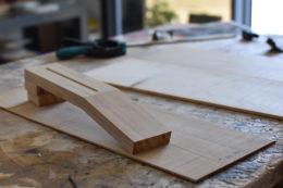 Boden und Hals meiner in Auftrag gegebenen Sopranukulele sind aus italienischer Zypresse. Der Hals wird mit einer Carbonfaser verstärkt