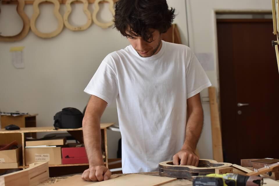 Trotz Fablab: Ein Großteil von Marcos Ukulelen entsteht in Handarbeit
