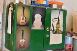 Bis Claus mit dem Ukulelenbau beginnt, baut Claus vor allem klassische Gitarren